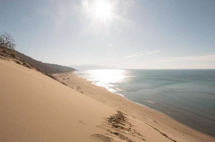 """Rana e Hedhun"" is a rare beach of stunning and high sand dunes."