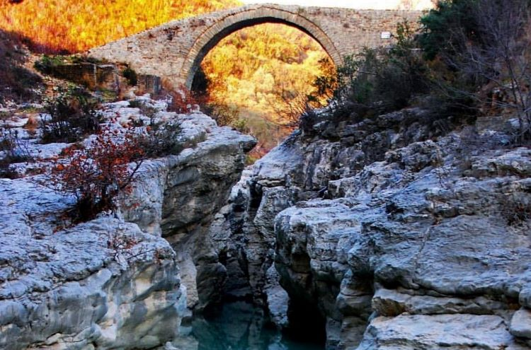 The Canyon of Brar has been used throughout history for linking the Tirana plain with the eastern highlands.