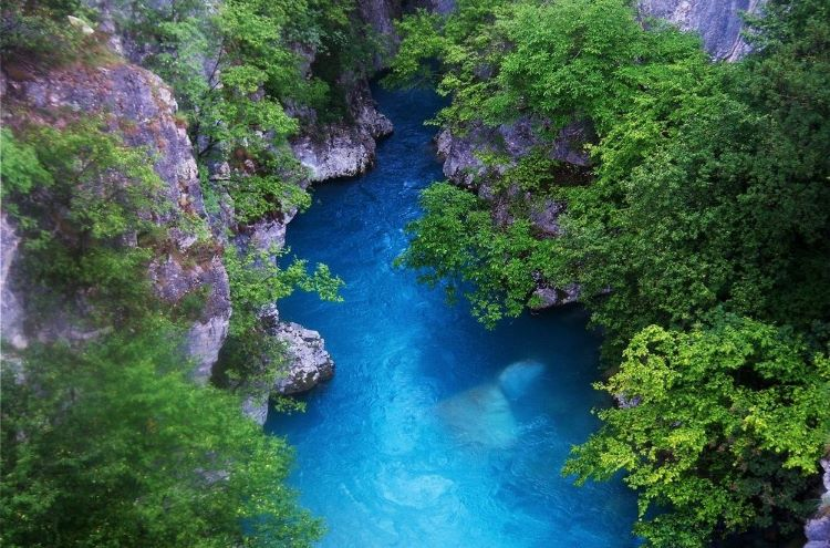 Grunas Canyon resonates with an unmatched beauty in every season, having adequate water levels within at all times.