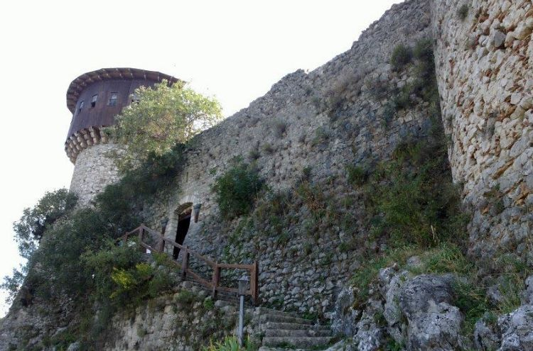 View from the stairs leading up to the castle of Petrela; credit: Albanopedia.