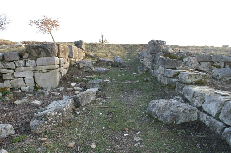 Ruins from the ancient fortress of Dimal (modern Krotinë near Berat). Credit: E. Azizolli.