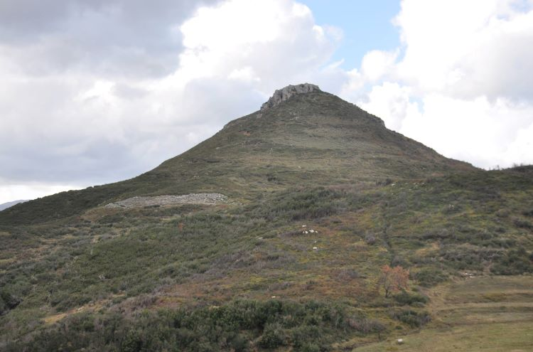 Hill of ancient Amantia: Acropolis and Stadium.