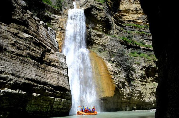 The Osumi canyons hide within them many natural stunts among which are several waterfalls curtaining its sides.